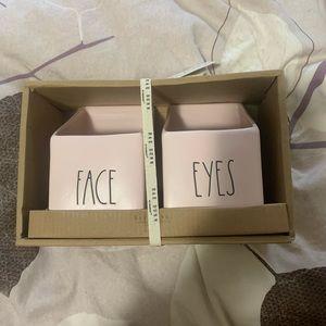 🇺🇸Rae Dunn -Eyes Face -Make up Holder -NWT pink